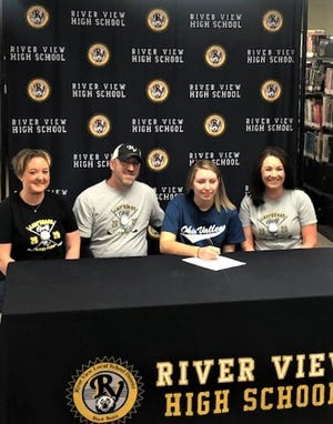 River View senior Madalyn Cutshall (Ohio Valley shirt) signed her letter of intent recently to play golf for Ohio Valley.