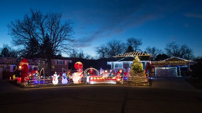 Top Of The Hill Christmas Lights Delaware 2021 The Best Holiday Lights Displays In Northern Colorado
