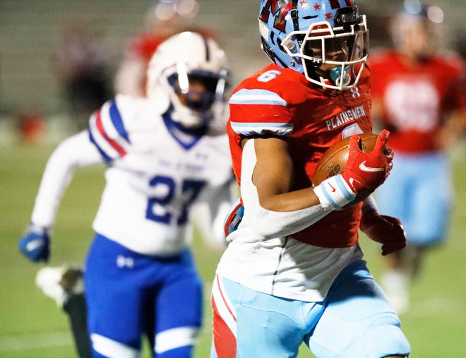 Monterey's Trent White carried 17 times for 141 yards and three touchdowns, helping the Plainsmen beat Amarillo Palo Duro 41-19 Friday night at PlainsCapital Park/Lowrey Field. Monterey claimed the No. 4 playoff berth from District 2-5A Division I by winning.