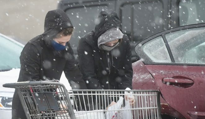 As snow and rain mix in Somersworth and the rest of the Seacoast people get their groceries to hunker down due to predicted snowstorm.  Deb Cram/Seacoastonline