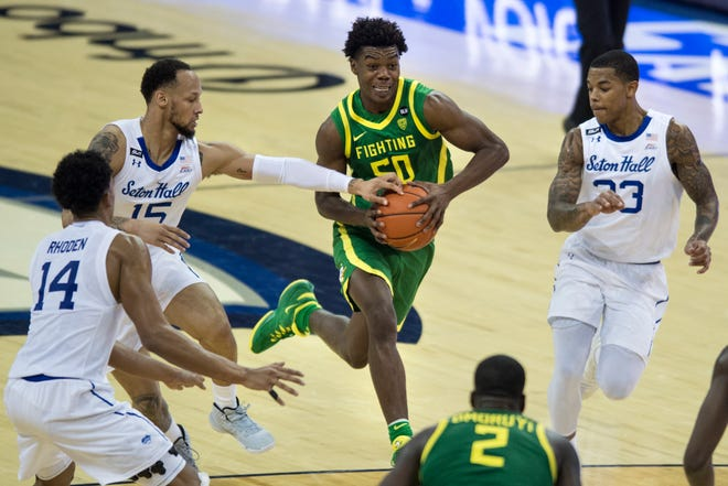 Oregon's Eric Williams Jr. drives to the basket against Seton Hall's Takal Molson, left, and Shavar Reynolds Jr., right, during the second half on Friday. (AP Photo/Kayla Wolf)