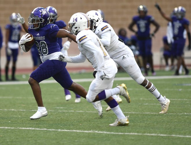LBJ's Sedrick Alexander scores on a 46-yard touchdown run during the Jaguars' 59-54 win over Corpus Christi Miller in the Class 4A Division I Region IV final Saturday at Farris Stadium in San Antonio.