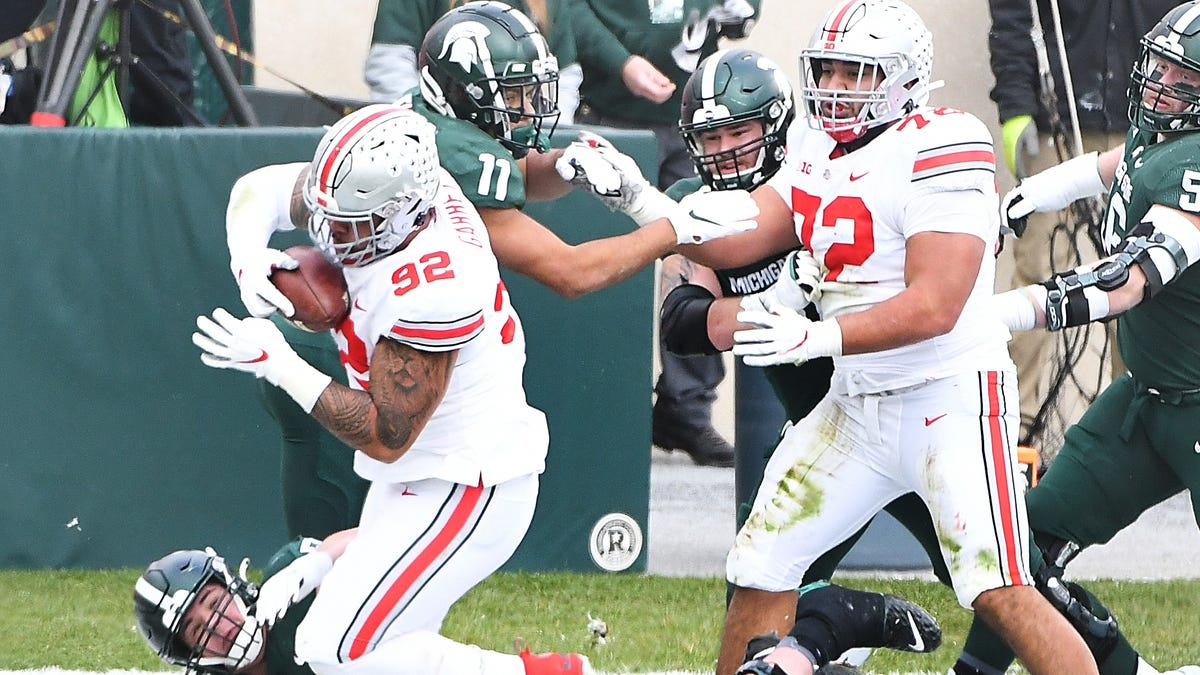 No. 3 Ohio State pulverizes Michigan State, 52-12