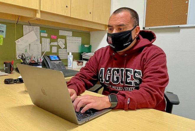 New Mexico State University information technology graduate student Eli Ramos programs a mobile application.