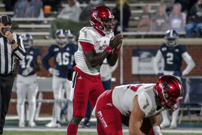 FAU quarterback Javion Posey, waiting to take the snap against Georgia Southern Saturday night, struggled with turnovers and was pulled late in the third quarter.