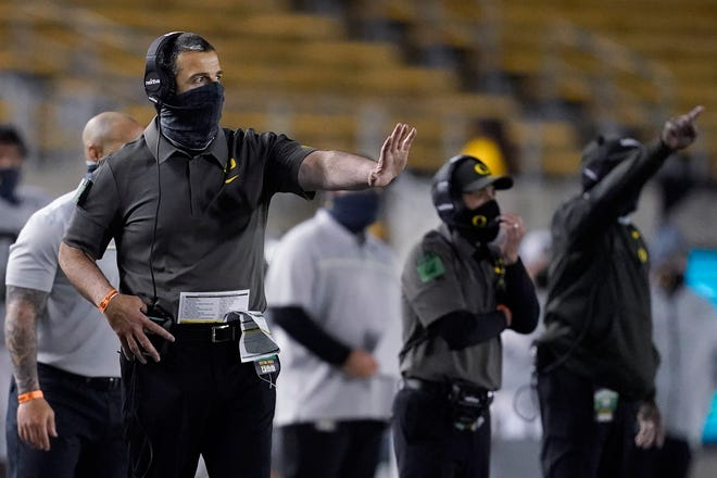 Oregon coach Mario Cristobal gestures during the second half of the Ducks' 21-17 loss to Cal on Saturday.