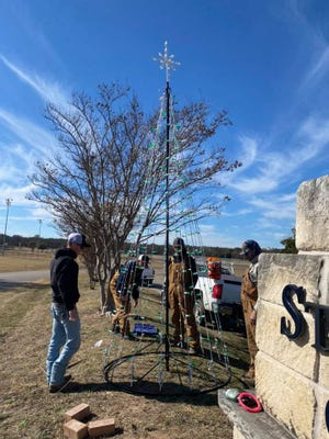 The City of Stephenville Parks and Rec Department added a new lighted Christmas tree this week to the current display at the Stephenville City Park. The park is currently hosting the Erath County United Way Light Up the Night fundraiser Dec. 11-14 and Dec. 18-20 from 6-10 p.m. The fundraiser features a variety of entertainment, crafts, shopping opportunities and thousands of Christmas lights. Tickets are $10 for adults and $5 for children ages 12 and younger. Children younger than 2 are admitted free with the purchase of an adult ticket. Tickets are available for purchase at the Stephenville Chamber of Commerce and InterBank, or online at the ECUW Facebook page.