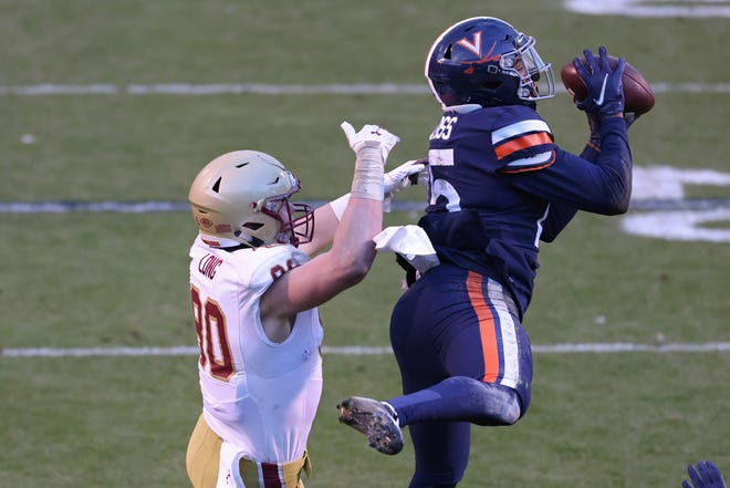 Virginia safety De'Vante Cross, right, intercepts a pass intended for Boston College tight end Hunter Long during the second quarter.