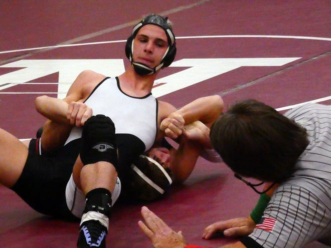 River View's Austin Philabaum wrestles Newark's Raymond Taylor at 132 pounds on Saturday during the Newark Duals at Jimmy Allen Gymnasium.