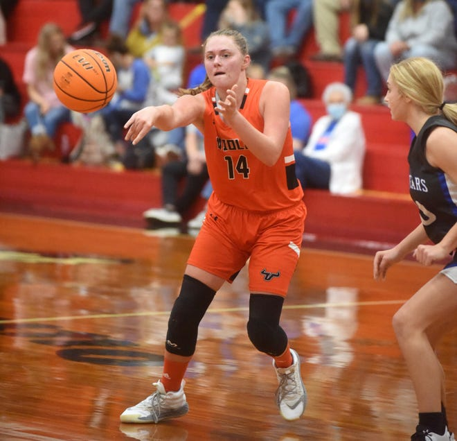 Viola's Lindsey Browning passes during a game earlier this season. Browning scored 31 points against Jonesboro Westside on Friday.