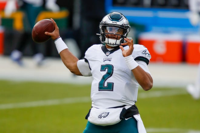 Jalen Hurts: Eagles turn to rookie QB, sit Carson Wentz in 3rd quarter