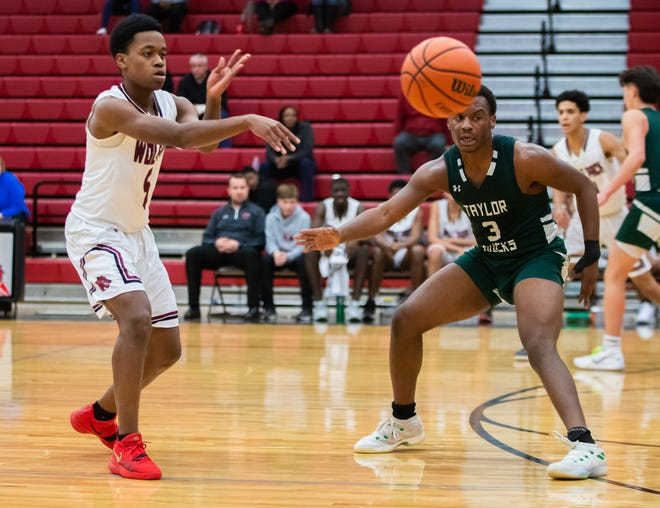 Weiss Wolves guard Jarmaine Mason, left, had 16 points as Weiss picked up an impressive nondistrict win over Class 6A Cedar Ridge last week. [JOHN GUTIERREZ/FOR STATESMAN]