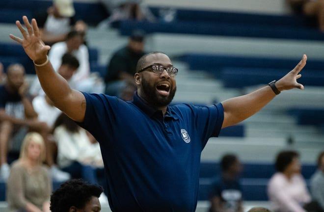 Hendrickson coach Dustin White led the Hawks to a 52-48 win over Anderson Friday at Hendrickson High School. [JOHN GUTIERREZ/FOR STATESMAN]