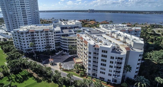 Located within walking distance to the ocean, parks and stores, the Cloverleaf community in Daytona Beach Shores has three pools (one indoor), a full fitness center, tennis, sauna, Jacuzzi, bocce ball and more.