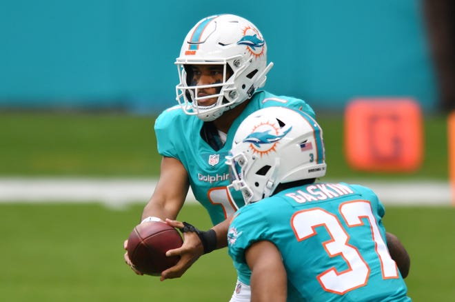 Miami Dolphins quarterback Tua Tagovailoa (1) hands off to Miami Dolphins running back Myles Gaskin (37) in the first quarter against the Cincinnati Bengals at Hard Rock Stadium in Miami Gardens, December 6, 2020.