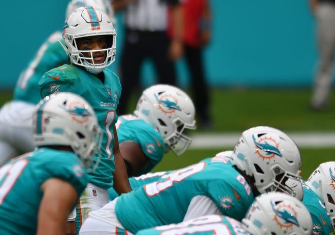 Miami Dolphins quarterback Tua Tagovailoa (1) looks over the Cincinnati Bengals defense during the second quarter at Hard Rock Stadium in Miami Gardens, December 6, 2020.