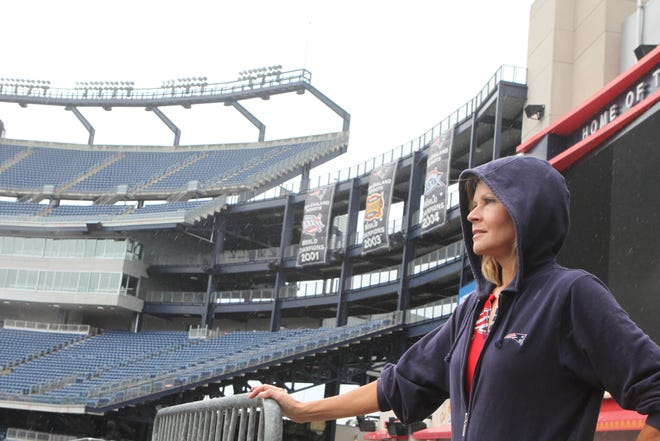 Tracy Sormanti, longtime cheerleading directror of the New England Patriots, died on Friday. Here, the Rhode Island native leads her  cheerleading squad in running the ramps at Gillette Stadium during a workout in Foxboro in 2010.