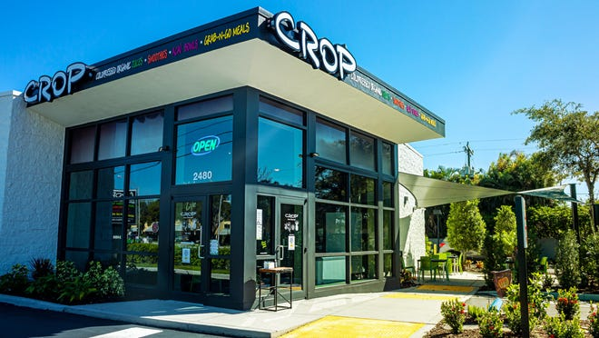 Η τοπική εταιρεία χυμού CROP έχει μετεγκαταστήσει το αρχικό της κατάστημα Gulf Gate στο 2480 Stickney Point Road στη Sarasota.