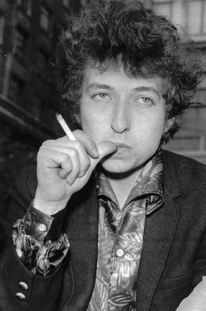 """FILE - Musician Bob Dylan appears in London on April 27, 1965. Transcripts of lost 1971 Dylan interviews with the late American blues artist Tony Glover and letters the two exchanged reveal that Dylan changed his name from Robert Zimmerman because he worried about anti-Semitism, and that he wrote """"Lay Lady Lay"""" for actress Barbra Streisand. The items are among a trove of Dylan archives being auctioned in November 2020, by Boston-based R.R. Auction. (AP Photo, File)"""