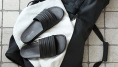These lightweight slides boast more than 3,400 5-star ratings and reviews.