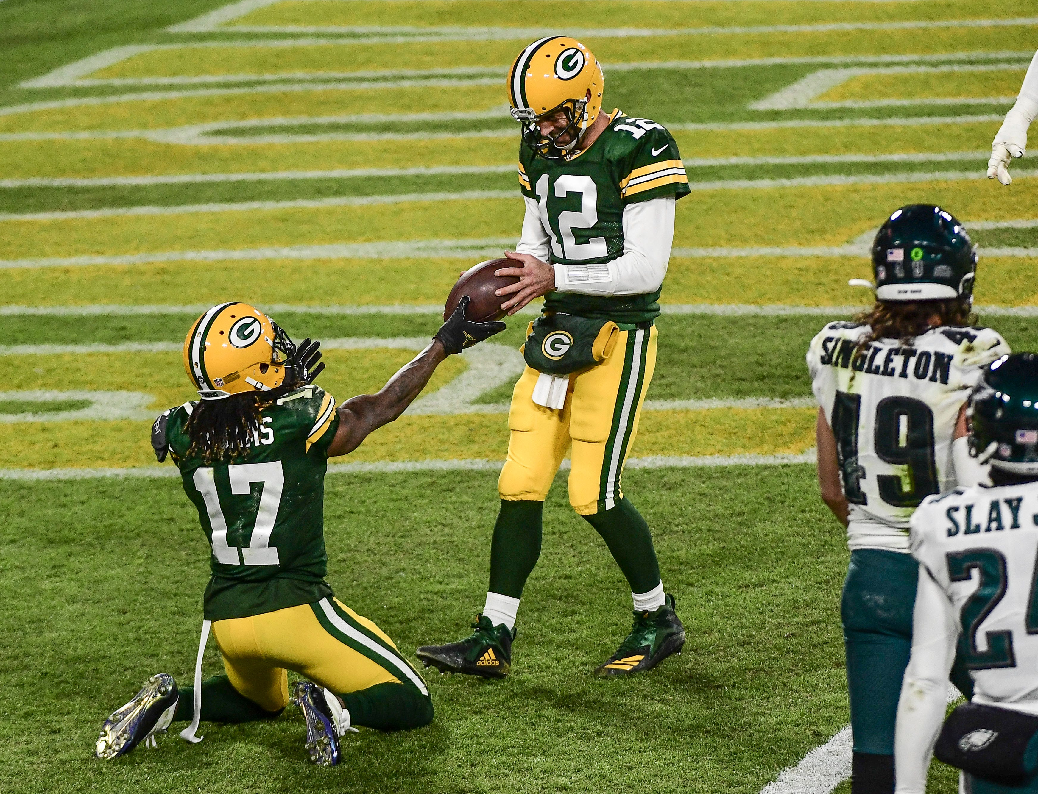Aaron Rodgers becomes fastest NFL QB to reach 400 career TD passes