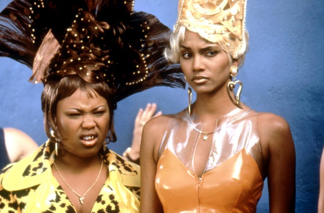 Natalie Desselle, left, and Halle Berry in BAPS, 1997.