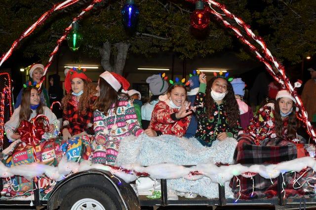 Dobson Christmas Parade 2021 Annual Christmas Parade Draws Crowds In Fort Walton Beach Florida