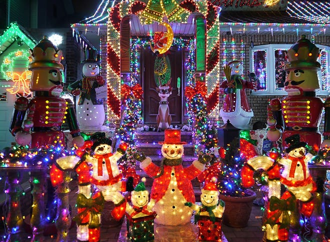 The City will hold the Light It Up Plaquemine! Christmas decoration contest for all residents within the city.