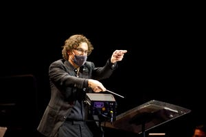 Teddy Abrams wears a mask during a performance of the Louisville Orchestra during the COVID-19 pandemic.
