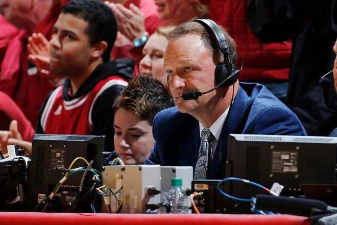 ESPN announcer Dan Dakich calls the game between Badgers and Indiana.