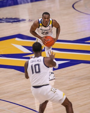 Marquette senior guard Koby McEwen looks to pass to Symir Torrence against UW-Green Bay on Tuesday night.