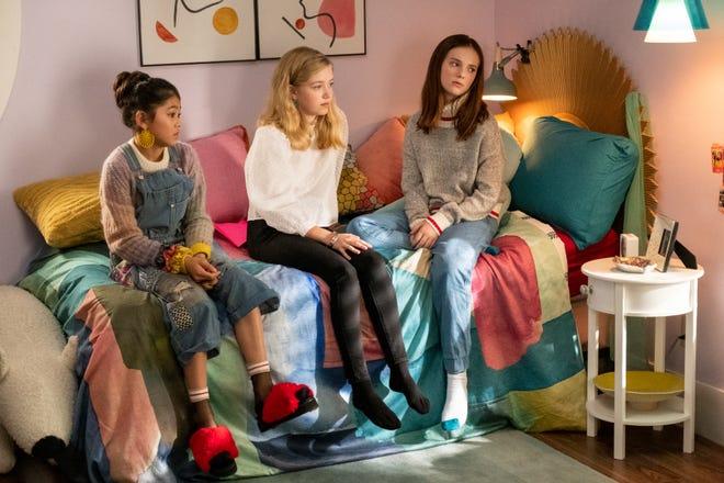 """Les baby-sitters de la taille d'une pinte Claudia (Momona Tamada), Stacey (Shay Rudolph) et Kristy (Sophie Grace) aident à apporter le classique """"Club de baby-sitters"""" livres à la vie dans l'adorable adpatation de Netflix."""