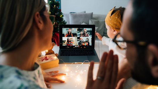 How to stay connected with friends and family over the holidays