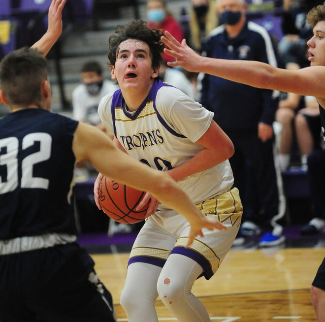 Dylan Johnson led Sebring with 17 points in Tuesday's loss to Leetonia.