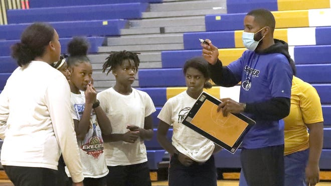Mainland coach Brandon Stewart instructs his team during Wednesday's girls basketball practice. The Bucs resumed practices Monday after a mandatory two-week COVID-19 quarantine period. The Bucs, who postponed and rescheduled four games, face Jacksonville Bolles at 4:30 p.m. Friday in a neutral-site tournament at Flagler Palm Coast.