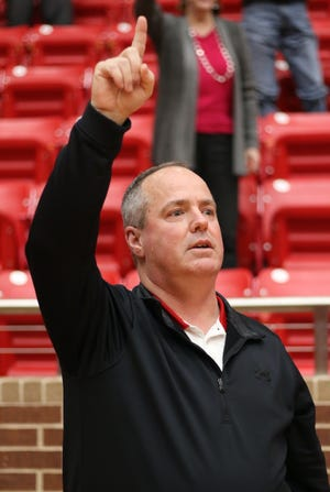 Glen Rose ISD Superintendent G. Wayne Rotan sings the school song at the end of his retirement reception Monday.