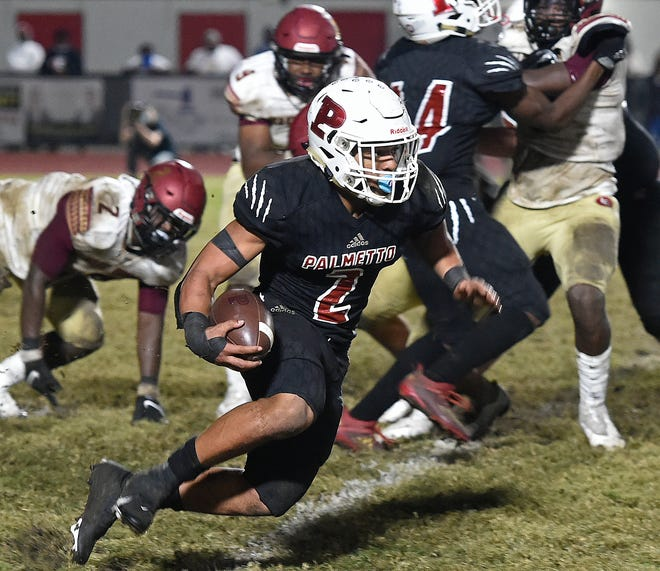 Palmetto High senior running back Sagel Hickson runs past Lakeland Lake Gibson High in the Class 6A-Region 3 finals at Harllee Stadium in Palmetto on Dec. 4. The Tigers won 28-24 and will face Miami Central in the Class 6A state semifinal in Miami tonight.
