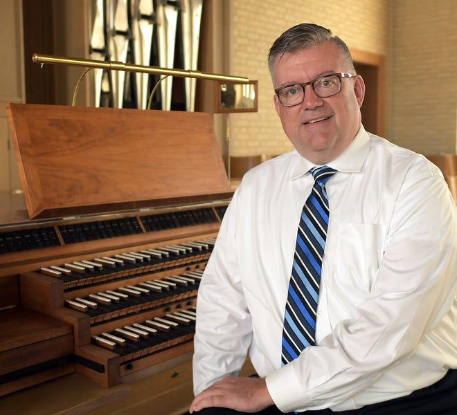 Organist Mark Mummert
