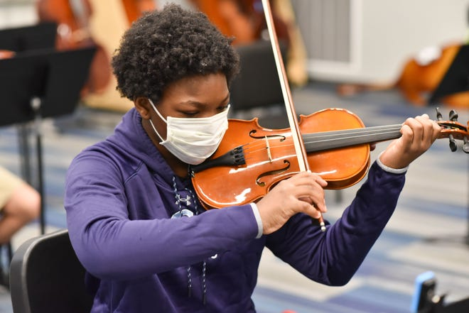 Jessica Nakuma, class of '23 student, practices the violin during her orchestra class.