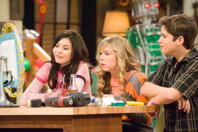 """Miranda Cosgrove, Jennette McCurdy  and Nathan Kress  in a scene from """"iCarly."""""""