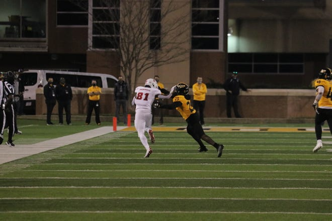 Jordan Merrell runs for 36 yards to set up a Florida Atlantic touchdown that tied the score at 17-all in the second quarter of Thursday night's game.