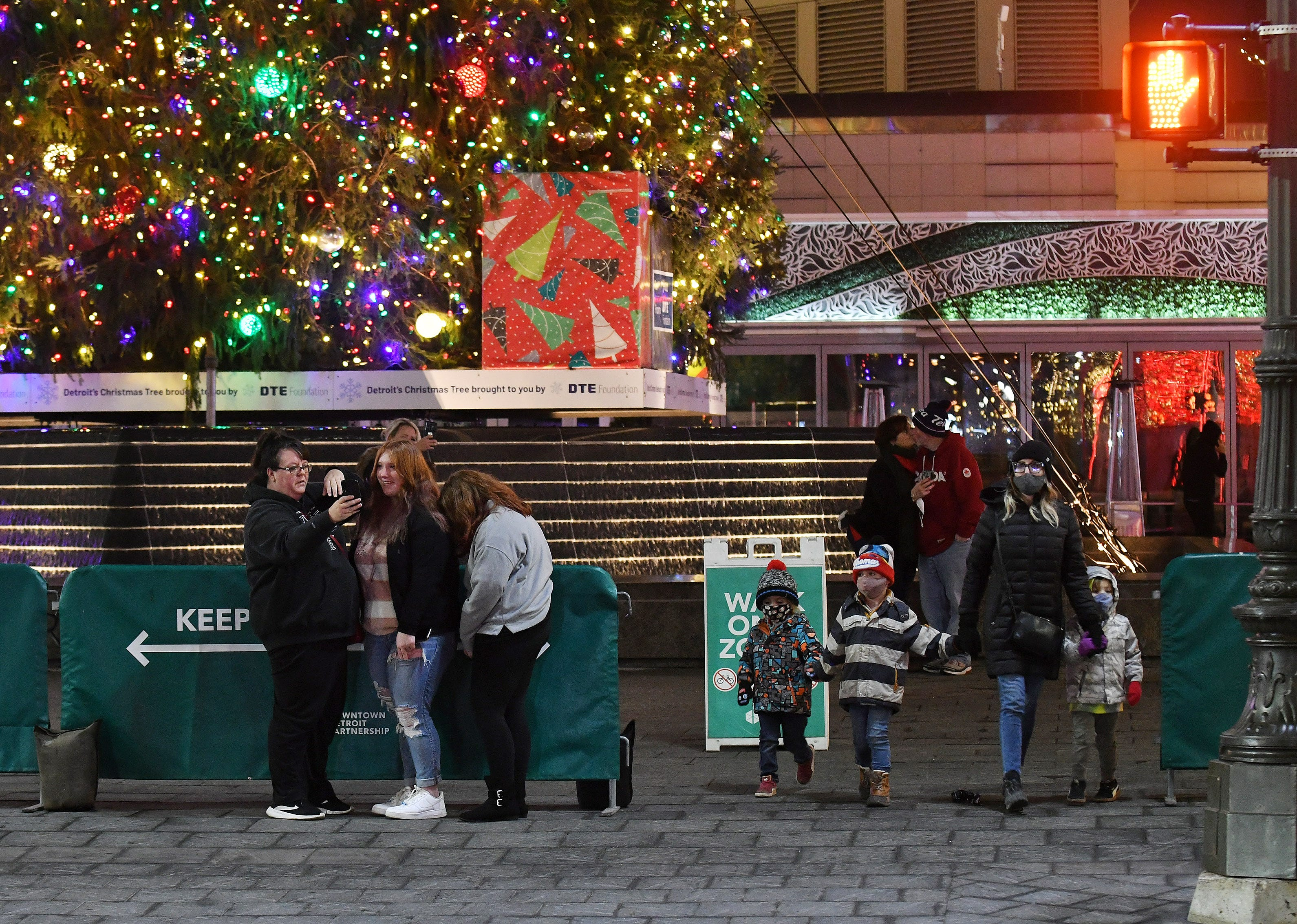 2021 Christmas Detroit Parks Pandemic Dims But Doesn T Extinguish Detroit S Resurgent Holiday Scene