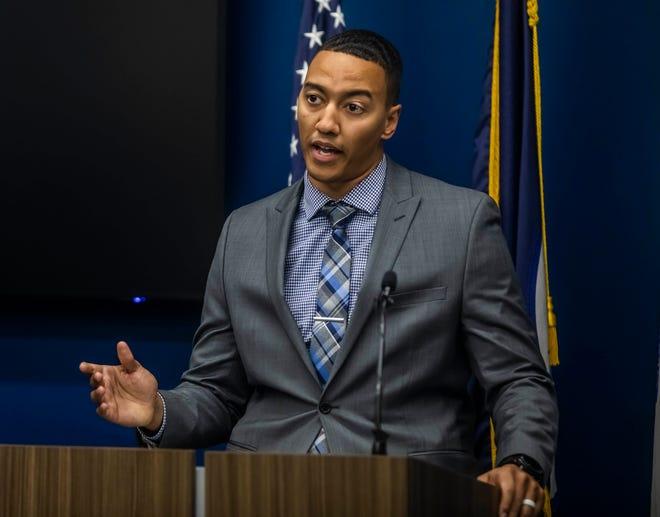 Le détective Chris Dickerson prend la parole lors d'une conférence de presse tenue au siège de la police de Metro Nashville, annonçant qu'un suspect a été arrêté pour le meurtre de Caitlyn Kaufman le vendredi 11 décembre 2020.