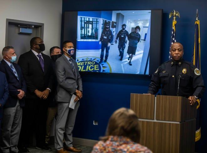 Le chef du MNPD, John Drake, prend la parole lors d'une conférence de presse tenue au siège de la police de Metro Nashville, annonçant qu'un suspect a été arrêté pour le meurtre de Caitlyn Kaufman le vendredi 11 décembre 2020.