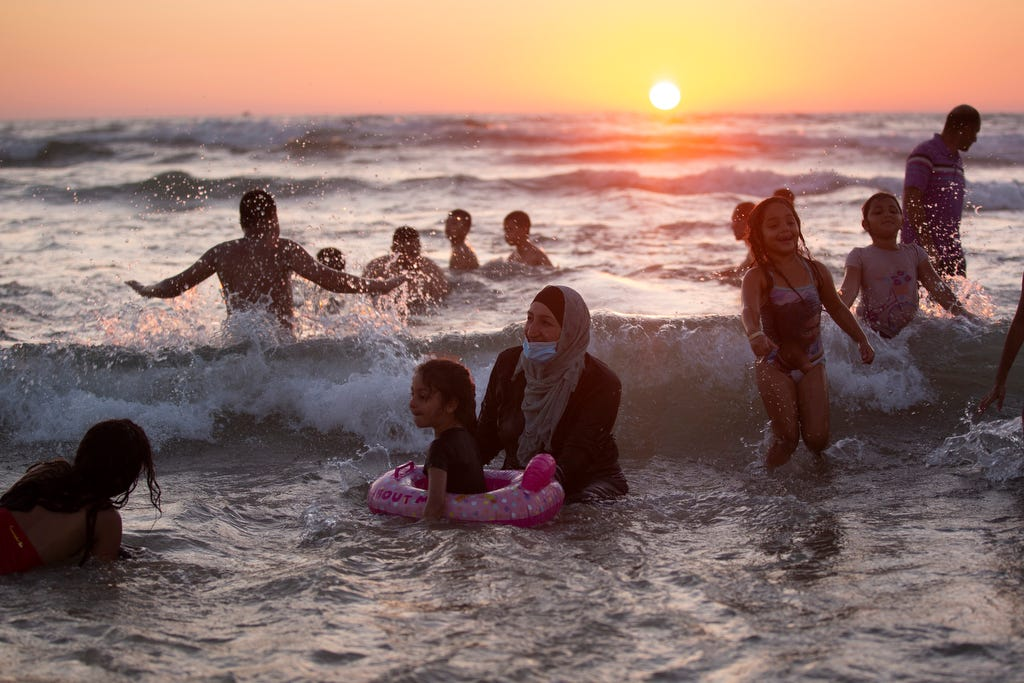 Israel delays entry for vaccinated tourists as Delta variant spreads