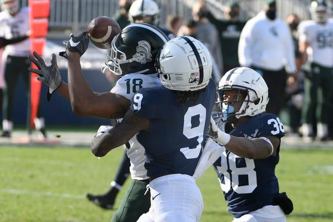 Penerima lebar Michigan State Tre'Von Morgan (18) menangkap umpan lewat touchdown atas cornerback Penn State Joey Porter Jr. (9) selama kuartal kedua.