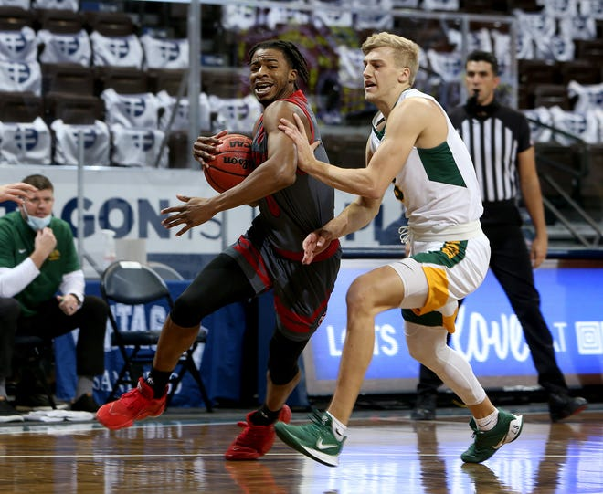 SIOUX FALLS, SD - DECEMBER 11: Stanley Umude #0 of the South Dakota Coyotes gets a step past Sam Griesel #5 of the North Dakota State Bison during the CU Mortgage Direct Dakota Showcase at the Sanford Pentagon on December 11, 2020 in Sioux Falls, South Dakota. (Photo by Dave Eggen/Inertia)