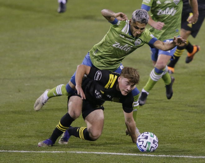 Sounders forward Raul Ruidiaz and Crew midfielder Aidan Morris get tangled up during the first half.
