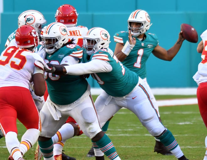 Despite falling behind by 20 points to Kansas City, quarterback Tua Tagovailoa rallied the Dolphins late, earning praise from Patrick Mahomes.
