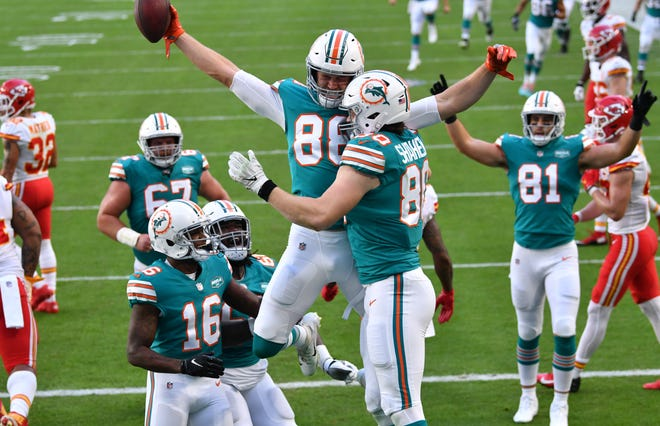 Dolphins tight end Mike Gesicki (88) celebrates with teammates after his first of two touchdown catches against the Chiefs Sunday at Hard Rock Stadium.
